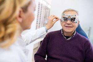 senior examine eyes